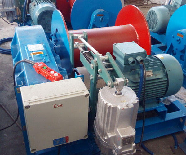 Proporciona varios tipos de malacates eléctricos